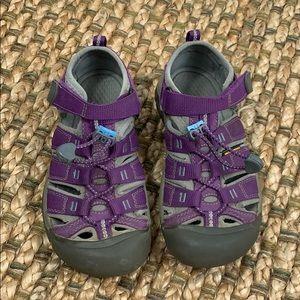 Keen • Girls Newport H2 Sandal Sz 2